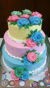 Quinceneria Cake, Vanille mit Erdbeerfüllung (oben), Schokolade mit Mokka …