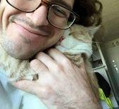 Dieser Typ adoptierte eine Tierheimkatze und gab ihm ein Zuhause für immer und dann …