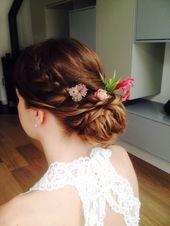 Bruidskapsel met invlecht en bloemen www.zennabeauty.nl