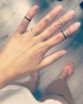 Winzige Fingertattoos für Mädchen; kleine Tattoos für Frauen; Rose Finger Tä…