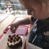Diese Woche werden unsere Kinder köstlichen Schokoladenkirschkuchen mit Vanille…