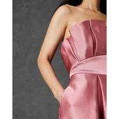 Veckad klänning med bred kjol Ted BakerTed Baker