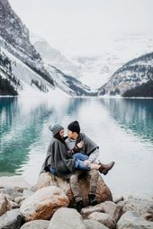 We're Totally Obsessed with These Winter Engagement Photo Outfit Ideas   – Couple Inspiration // Sven H. Photography