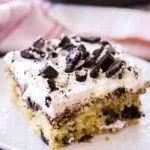 Dies ist das beste Rezept für Oreo-Kekse und Sahnekuchen. Ein Stück davon (auf …