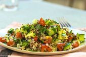 Quinoa Powersalat mit Tomaten und Avocado – Clean eating
