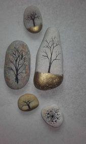 Bäume auf den Kieseln die Goldtintenstein zeichnen