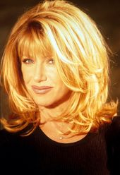 Suzanne Somers. Like this hairstyle. - #this # hairstyle ... - #this # hairstyle #haircuts