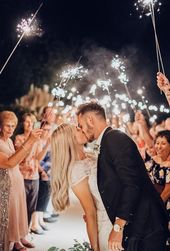 5 Unusual Sparkler Photo Ideas & Tips For Your Wedding