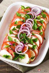 Insalata Caprese – ensalada de tomate y mozzarella con mucha albahaca   – Salate
