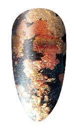 Angelaufene Metall- oder korallenrot aussehende Nageltechnik. Cool auch für den…