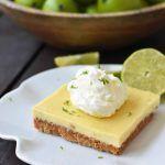 Key Lime Cream Pie Riegel mit einer Butter-Graham-Cracker-Kruste und süßen …