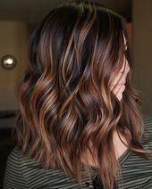 60 looks avec des reflets caramel sur les cheveux bruns et brun foncé   – Haarschnitte