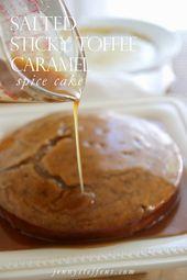 Gesalzener klebriger Toffee-Karamell-Gewürz-Kuchen – die einfachste Karamellsoße