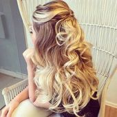 Curly Half Up Hairstyle with volume at the crown, #Curly #der #Hairstyle #hairstylescurlyhalfup #K …