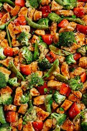 This Sheet Pan Sesame Chicken and Veggies makes the perfect weeknight dinner tha…