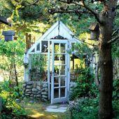 Cobertizos Lindos Del Jardin Cobertizos Para Macetas De Jardin Jardineria Cute Garden Cobertizo Cute Garden G In 2020 Blumenerde Gewachshausplane Gewachshaus