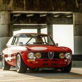 """The Refined Petrolhead auf Instagram: """"Die rote Schönheit! Alfa Romeo Giulia 📸 @ …   – Alfa Romeo"""
