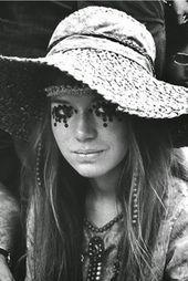 Bien avant l'existence de la mode propre aux festivals, Woodstock a été la v…