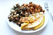 Schnelles Abendbrot: Süßkartoffelwürfel mit Spiegelei und Ofengemüse – Julie Feels Good