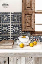 Moderne rustikale Küche mit Zementrückwand. – Moderner Rost