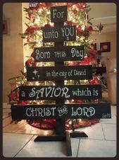 Photo of Weihnachtsbaum mit Holzresten von Hurrikan Matthew zurückgelassen. Schönheit…
