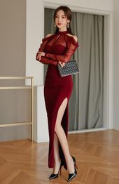 The temptation of long red skirt, match on high-heeled shoes, simply too beautiful
