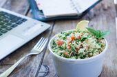"""Qué comer en el trabajo Abastecerse de una comida no siempre saludable y barata con """"Mr. …   – Zdrowe śniadania"""
