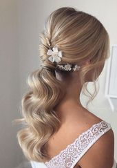 Gorgeous Wedding Hairstyles For The Elegant Bride #naturalhairupdo Stunning bridal hairstyle ideas, wedding updo #hairstyle #hair #updo