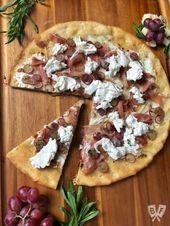 Burrata Pizza mit Schinken und eingelegten Trauben   – Recipes