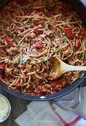 Würziger Vollkorn-Linguini mit Wurst und gerösteten Paprikaschoten   – Cooking