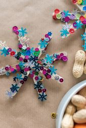 Advent decoration: making Christmas stars with children