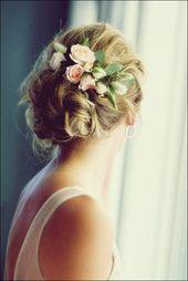 30 penteados de casamento elegantes e graciosos com flores   – Frisur hochzeit