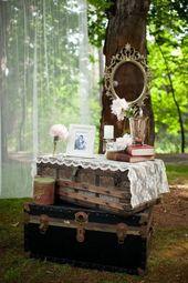 Une cérémonie de mariage rustique à l'extérieur