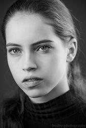 Model: Nathalie Bollen (Division Model Management) Fotograf: Bram van Dal Kameraeinstellungen: Shutterspeed: 1/60 Blende: F4.5 ISO: 100 Objektiv: 70-20 …