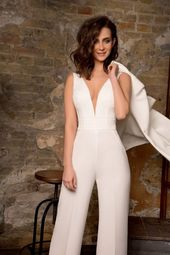 Bröllopsklänningar med byxor (sida 3) Brudar i byxor Om vi frågar vad det betyder att mar …