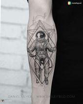 Tatuaje de astronauta, tatuaje, antebrazo, creativo   – Tattoos