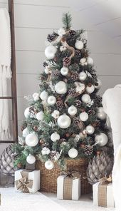 42 Gorgeous Christmas Tree Decorating Ideas { & Best Tutorials!}