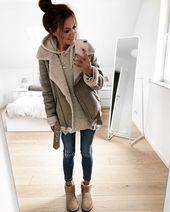 Sjaal met print // skinny jeans // witte sneakers // leren jas // Led … – My world   – Mode Trends für Frauen! Fashion Inspirationen
