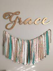 Goodwillista: Grace's Nursery | DIY banner | Baby Mädchen Kindergarten | Koralle, blaugrün …   – Baby Girl Nursery Ideas