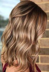 Top 11 Honig Haarfarbe Ideen für mittlere Frisuren - #Farbe #Haar #Frisuren