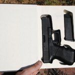 Das Schneiden eines Geheimfachs in einen alten Hardcover ist eine Methode, die so alt ist wie die Zeit … Y …   – gun stuff