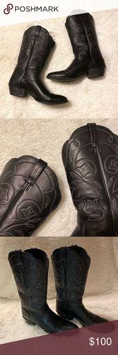 Ariat Western Deertan Cowboy Boots | Size 9B ✨ Ariat Western Deertan Cowboy Boots in size 9B! ✨ EUC! Normal wear on sides of bottom rubber heels. …