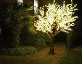 Künstliche warmweiß beleuchtete LED-Kirschbäume   – LED Cherry Trees