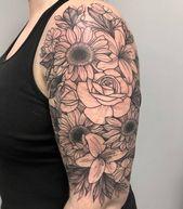 Floral halben Ärmel beendet dieses Wochenende von @tattoosbyjolene. . . #tattoo #tatt …