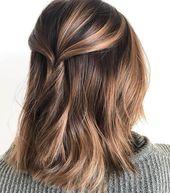 50 schmeichelnde braune Haare mit blonden Akzenten, die Ihre nächste Frisur inspirieren