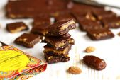 Photo of Cioccolatini vegani ai due burri di frutta secca