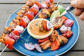 Gegrillte thailändische Hühneraufsteckspindeln mit Erdnusssoße   – Eat, Drink, Be Merry