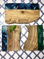 Servierplatten aus Epoxidharz und Olivenholz, handgefertigt von qsptresindesign – love thi…