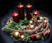50+ Holiday Red Candlestick Art Design-Ideen   – Ein Lichtlein brennt