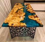 Türkisfarbener River-Tisch mit Epoxy-Inlay Mappa Maser – Epoxy